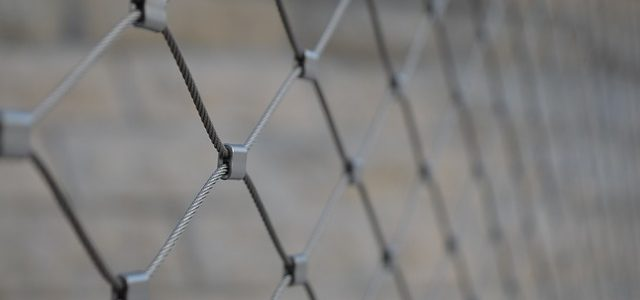 fence-2510355_640